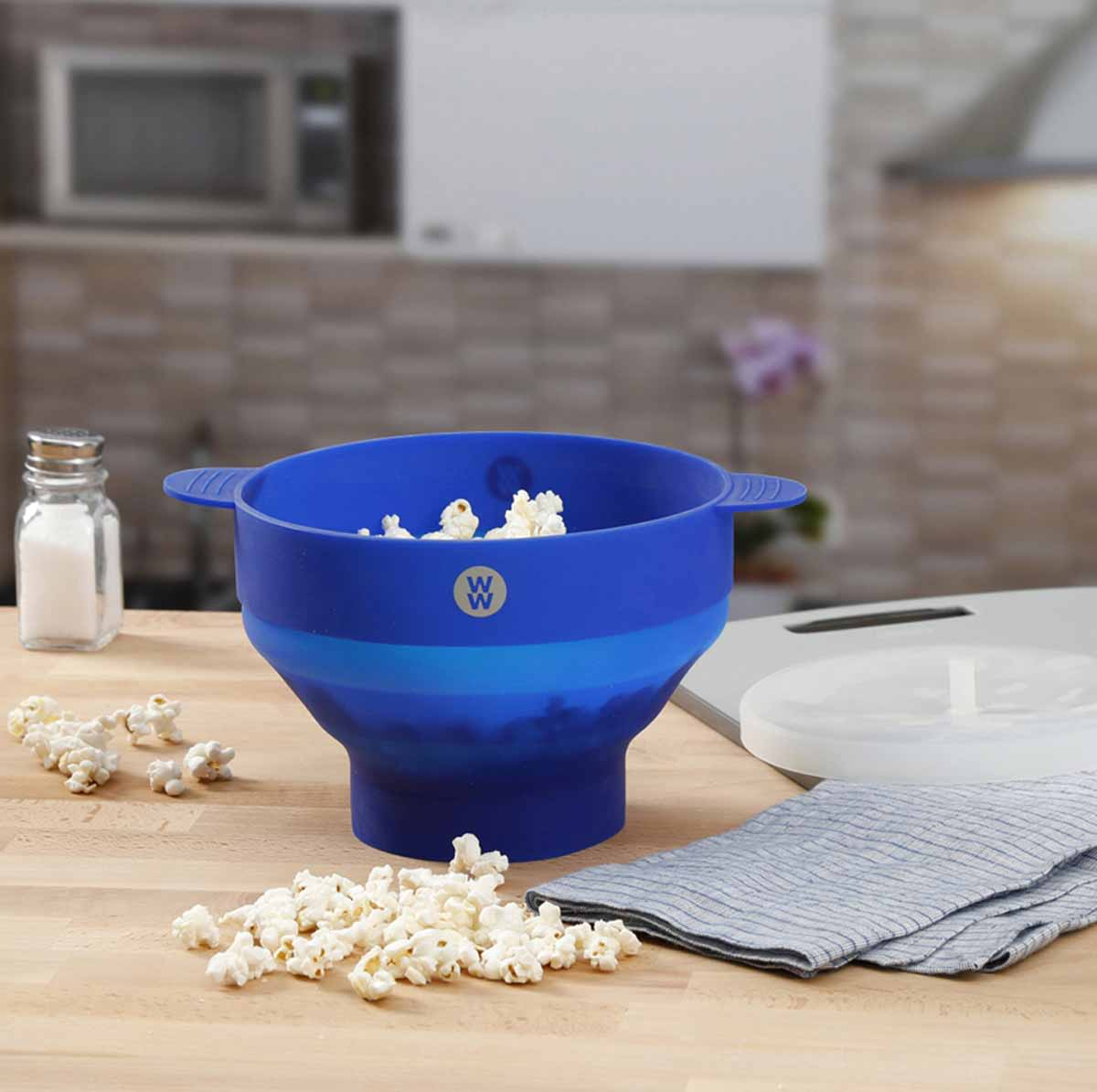 Silicone Microwave Popcorn Popper - lifestyle